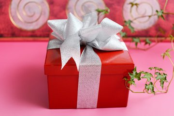 """礼品盒美国专线,用""""拼满满""""小程序"""
